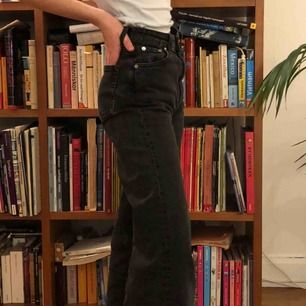Mina älskade jeans i modellen Ace från weekday. De är väl använda och har blivit sååå mjuka och fina ❤️🥺