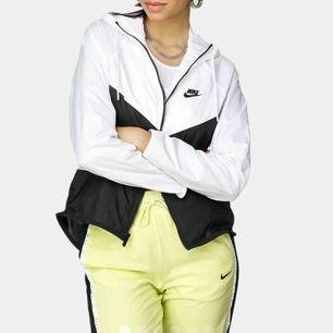 Skitsnygg spring/vindjacka från Nike, sparsamt använd!  Dm för bilder😊 300kr exkl. frakt