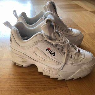 Ett par fila skor, endast använda 5 gånger. Alltså i bra skick! Säljer pga inte min stil längre.