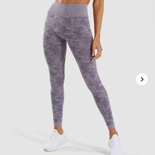 Bekväma och snygga tights från Gymshark. Aldrig använda, priset är inklusive frakt. Ordinarie pris 750kr