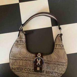 Väska från Benetton, köpt secondhand :) i super fräscht skick