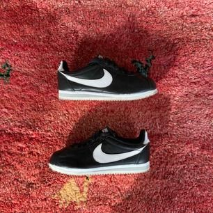 Nike Cortez, använda två gånger! Frakt: 95kr