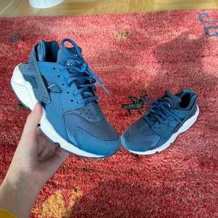 Nike Huarache, använda en gång bara! Frakt: 95kr