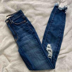 Gina jeans Knappt använda