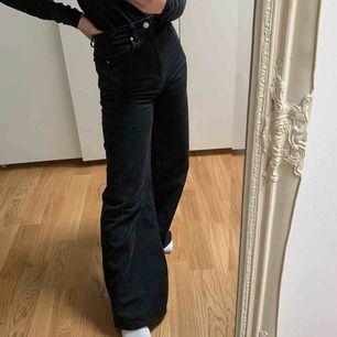 Weekday Ace jeans i storlek 24/32, köpt förra veckan (kvitto finns!) Vill köpa annan storlek!  Helt i nyskick!   Säljer inte för 350 eller mindre, det är bud som gäller!