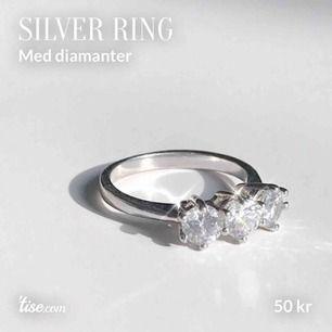 Knappt använd. Inte äkta diamanter. Inre mått: 17 mm. Köparen står för frakt!