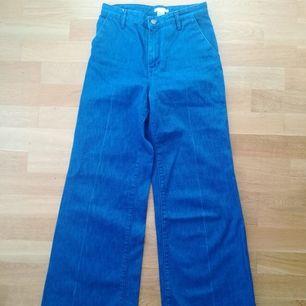 Vintage 70-tal jeans från London. Storleken är 34. Som helt nya, jag hade dem bara 2gånger. Frakt kostar 63:- eller hämtas i Stockholm.