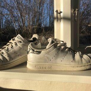 Super coola Stan Smith skor. Smutsiga men inte trasiga. Köparen stråt för frakt