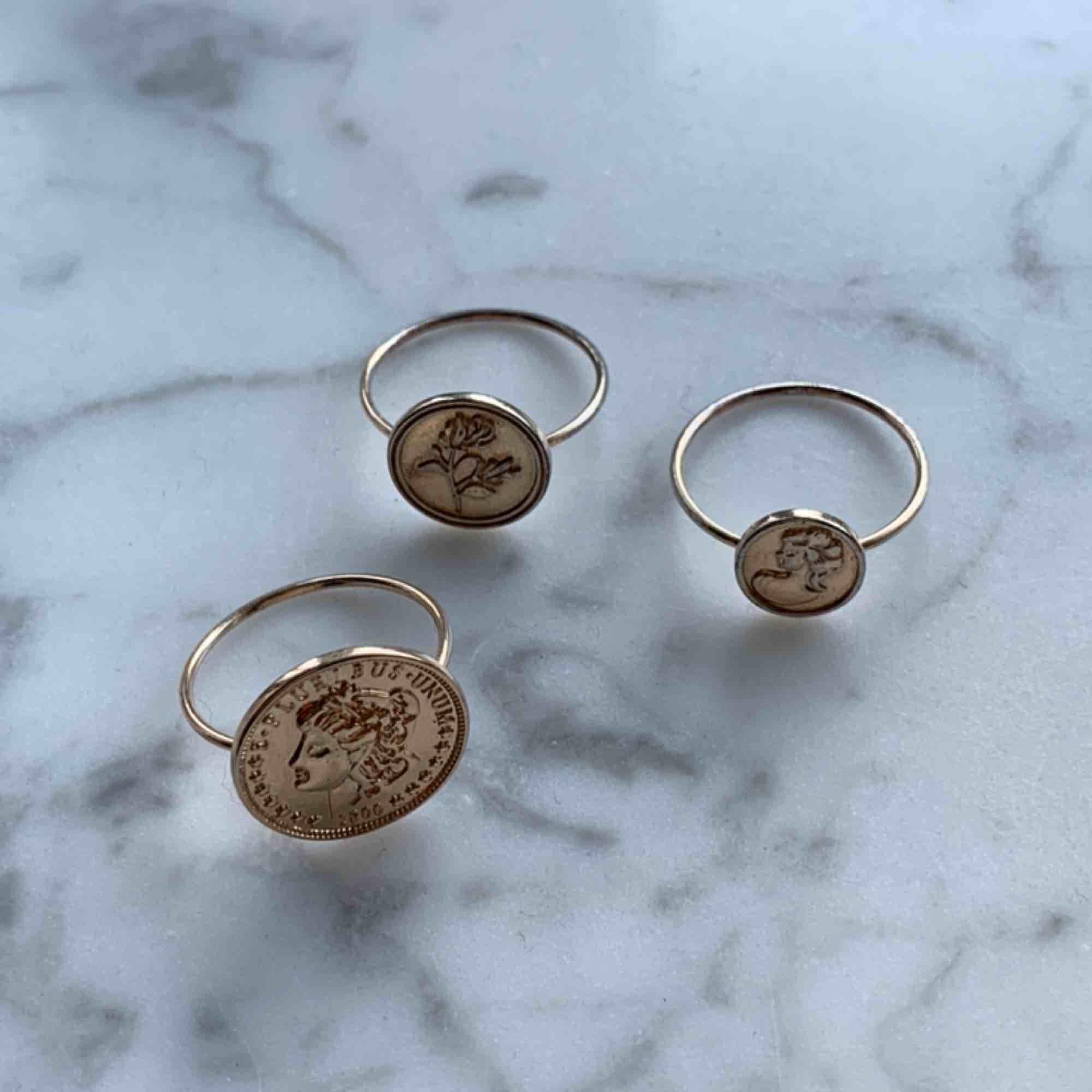 3 st guldiga ringar för 60kr+frakt. Accessoarer.