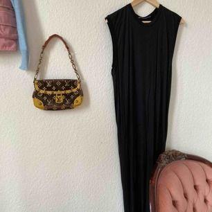 Acne Studios klänning som jag använt en gång! Slutar typ vid ankeln på mig som är runt 165cm lång. Märkt som XS men passar även S. Frakt: 63kr