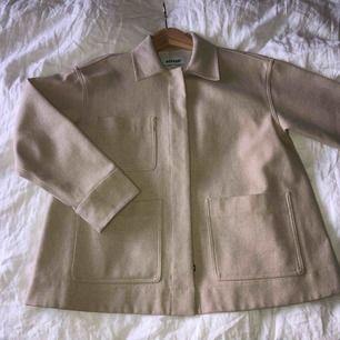 Ina linen mix jacket från weekday. Helt i nyskick. Kan mötas upp eller frakta för en summa. :)