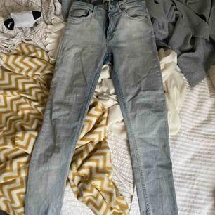 Äkta acne jeans, tight modell. Eventuell frakt betalas av köpare🥰⚡️