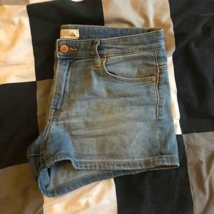 Shorts från H&M inköpta från några år sedan. I fint skick.