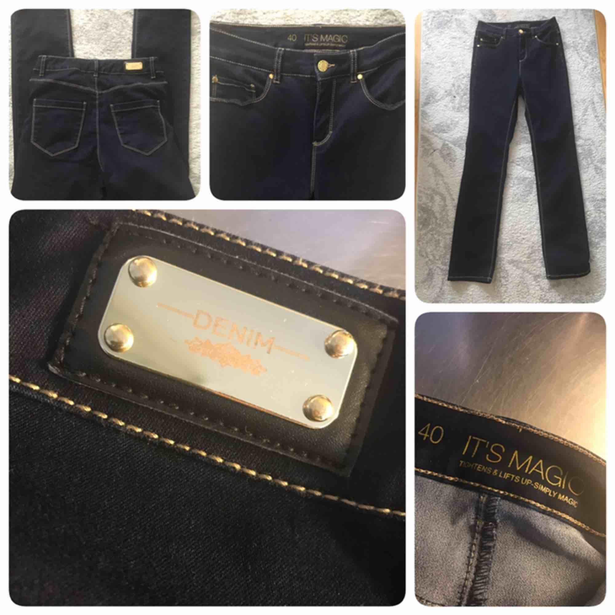 Lyfter där det ska!!! Helt stretchig och nya!!!  . Jeans & Byxor.