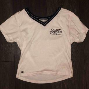 Supersöt tshirt från pull&bear, perfekt till sommaren💓 bra skick!!
