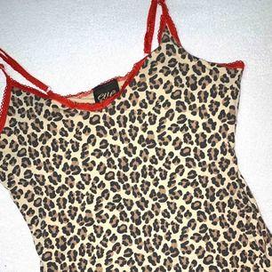 Leopard linne stl xs använd fint skick