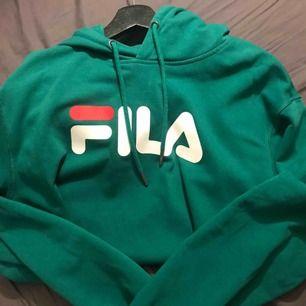 Säljer min snygga hoodie från Fila i storlek L. Gillar att ha oversize hoodies, frakten ingår
