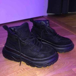 Boots/sneakers från Missguided. Nyskick!! Frakten går på 60 kronor🤗