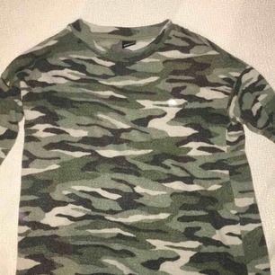 Långärmad militär tröja från Gina Tricot. Priset kan diskuteras :)