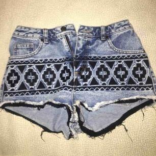 Denim shorts från Asos med broderade mönster. Priset kan diskuteras :)