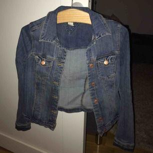 Skön jeansjacka från Gina. Pris kan diskuteras