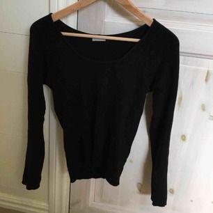 Svart finstickad tröja från märket STEFANEL Storlek S/M Ursprungspris 1800kr