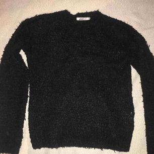 Svart långärmad tröja från Gina. Priset kan diskuteras :)