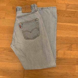 Levis 501 Vintage, hittar ingen storlekslapp på dem. Men jag har vanligtvis 26-27 i strlk.