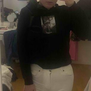 Ursnygg hoodie från carlings. säljer då den inte kommer till användning längre! Passar 34-36. Kan mötas upp i Göteborg