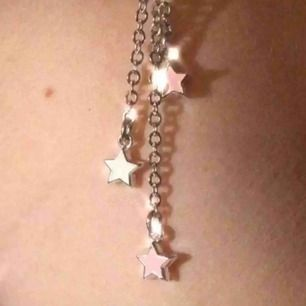 ✨Stjärnörhängen. Rosa och vita stjärnor på hängörhängen. Nickelfria och silverpleterat.✨
