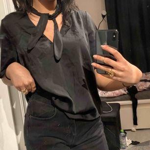 Elegant svart blus 🖤