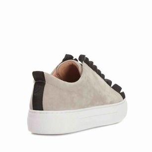 K.Cobler sneakers i grå mocka  i storlek 38 mer som 39)  Inköpta för 999 :- säljer för 500 (fint skick, använda få gånger)