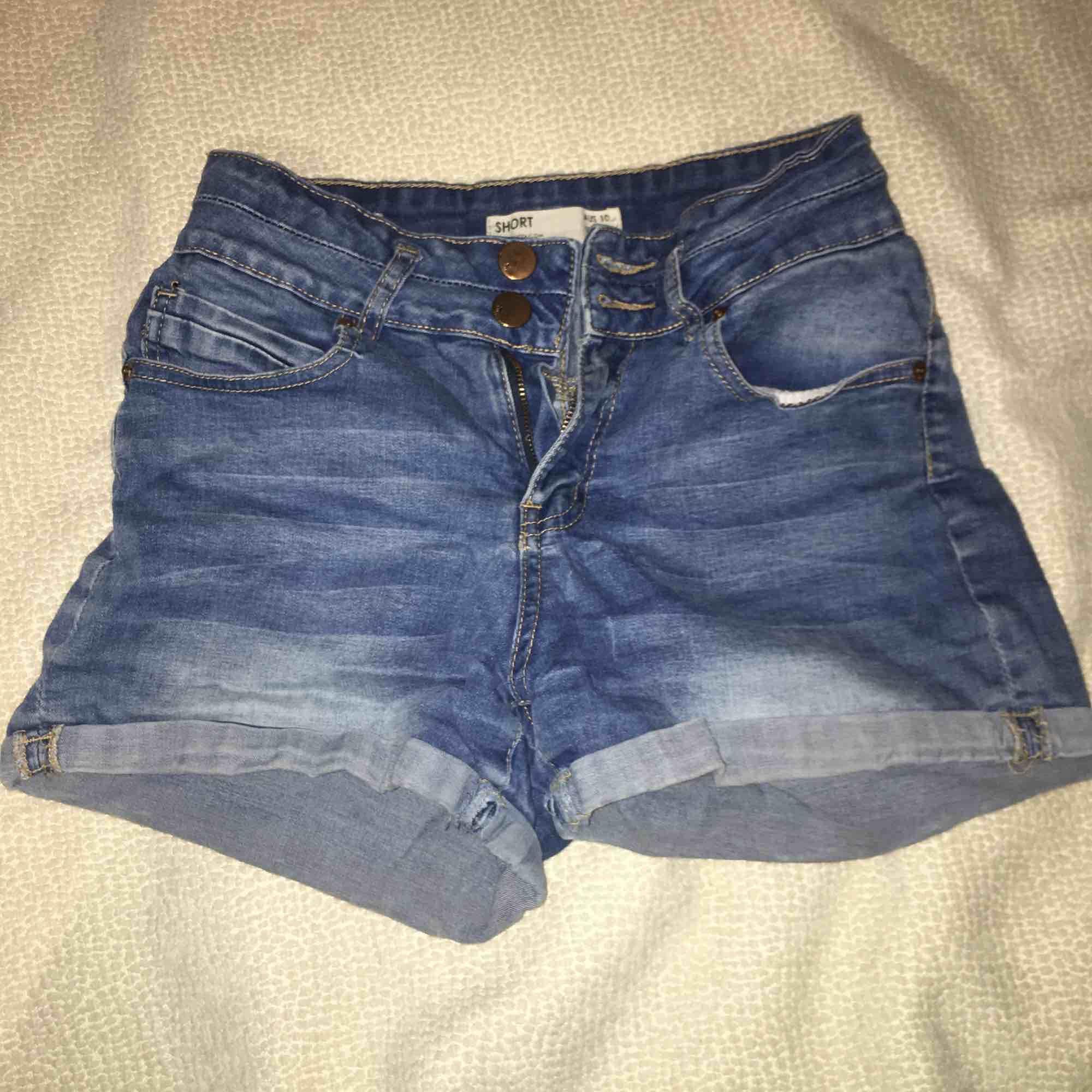 Denim shorts från cotton on. Priset går att diskuteras :). Shorts.