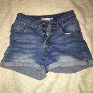 Denim shorts från cotton on. Priset går att diskuteras :)