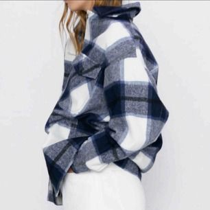 Säljer denna populära jacka från Zara!