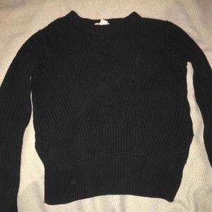 Mörkblå tröja från hm. Priset går att diskuteras :)