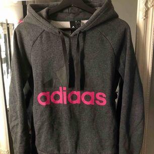 Adidas hoodie i storlek S, 200kr frakt inräknad