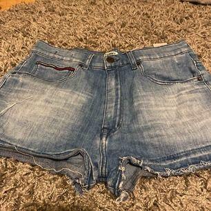 Tommy jeans shorts, super bra kvalite & skick men tyvärr för stora