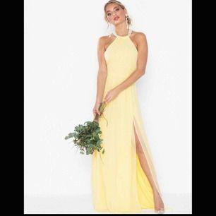 Säljer min så fina balklänning, använt den en gång så skicket är som nytt🥰köpt på Nelly för 899kr💗köpare står för frakten