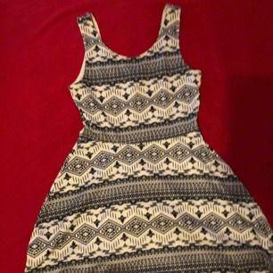 Fin klänning, aldrig använd. Passar M/L Möts upp eller fraktar 🌸