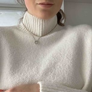 And other stories white knit pull over - turtle neck !! - never worn - still has the tag ! Super soft! Meet in Stockholm or pay for shipping