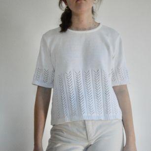 +50kr frakt! Trendig virkad aktig tröja. Den har ett superfint mönster i botten och på ärmarna! Skriv om du har frågor! 👕
