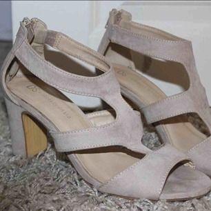 Sparsamt använda skor!