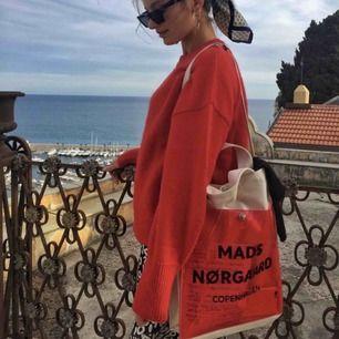Säljer min Mads Noorgard väska då den inte får den uppskattning den förtjänar, använd tre gånger så den är i nyskick. Frakt ingår i priset!⚡️