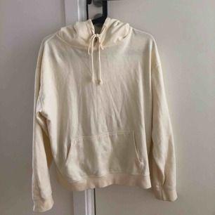 Tunn och skön hoodie från Brandy Melville i ljusgult