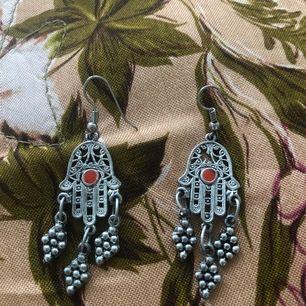 Fina örhängen köpt i Morocco. Kan skickad annars finns i Malmö. Frakt ingår