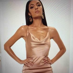 Helt ny satin dress
