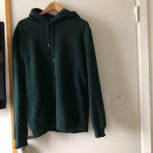 Säljer denna gröna hoodie från H&M killavdelning då den inte kommer till någon anvönding längre💖