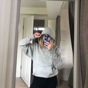 grå hoodie från collusion i storlek xxs men sitter mer som en s, köpare står för frakt :)