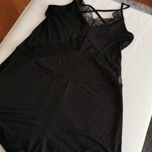 Snygg jumpsuit från hm. Frakt ingår i priset